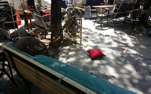 Центр Одессы: на посеителей кафе с небес свалился мужчина (ФОТО) Фото № 2