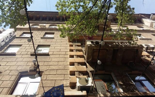 Центр Одессы: на посеителей кафе с небес свалился мужчина (ФОТО) Фото № 0