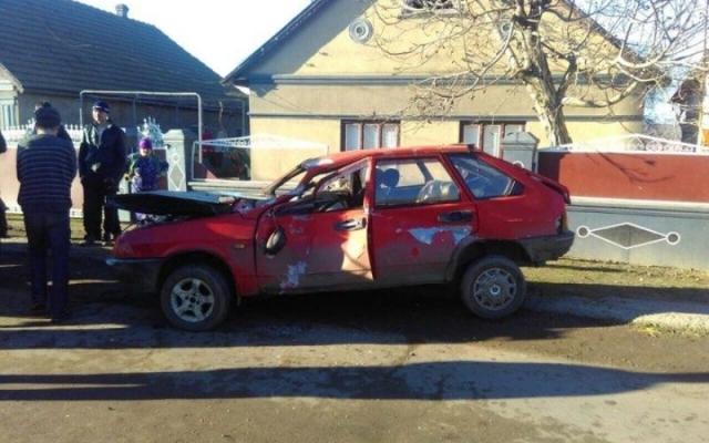 Под Одессой автомобиль снес забор частного дома (фото)