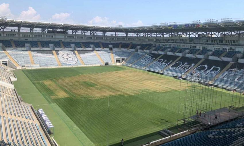 Газон на стадионе «Черноморец» пришел в негодность из-за концерта Монатика