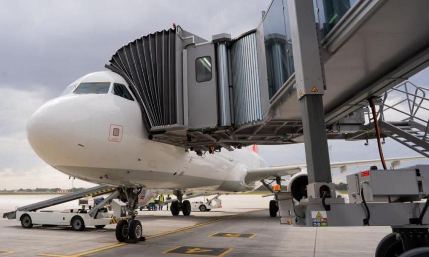 В Одесском аэропорту начал работу телескопический трап