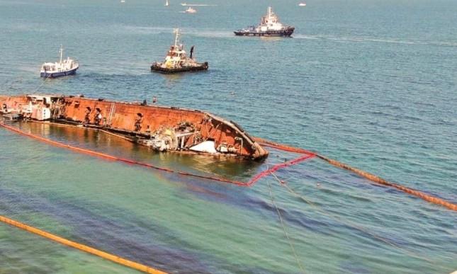 В танкере Delfi обнаружили еще одну пробоину