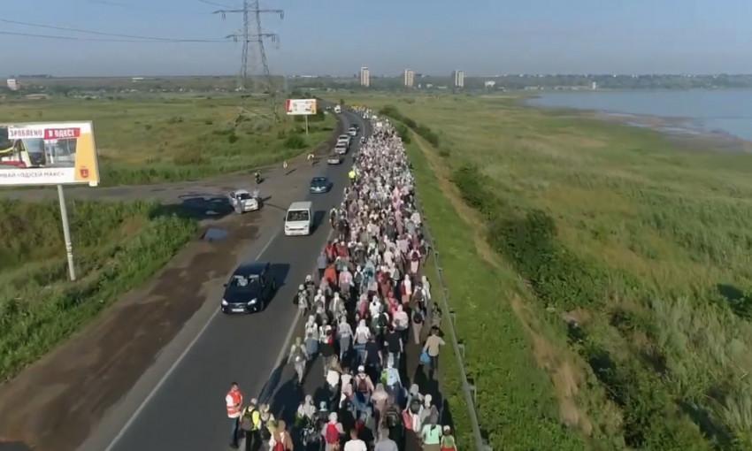 В Одессе устроили Крестный Ход на оживленной трассе