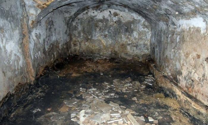 Под Воронцовской колоннадой обнаружили подземелье с фрагментами надгробий с еврейского кладбища