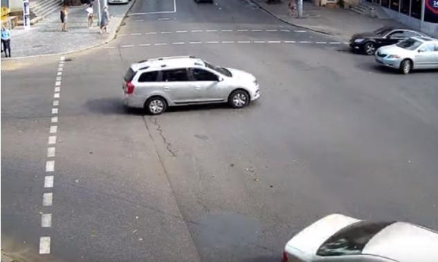 Одесского автохама запечатлели на видео