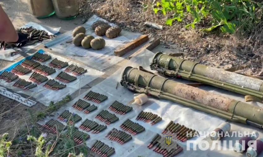 Неподалеку Одессы местные обнаружили схрон с гранатометами и большим количеством патрон