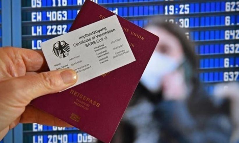Зеленский предлагает ввести паспорта вакцинации