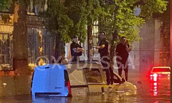 В Одессе появилось новое подразделение нацполиции - лужный патруль