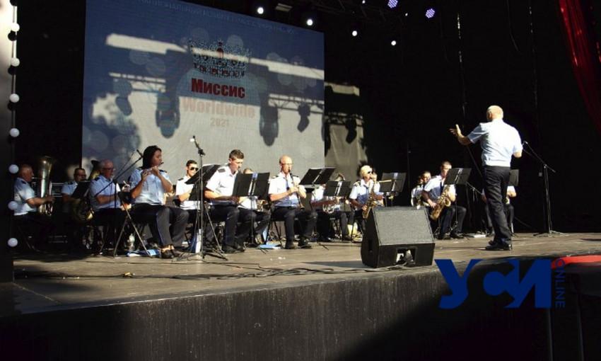 Военный оркестр устроил концерт для одесситов