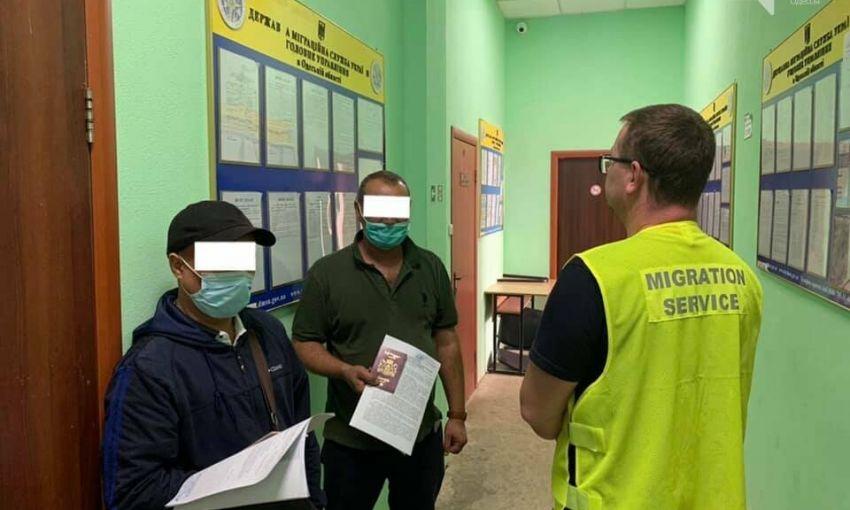 Одесские правоохранители обнаружили десяток нелегальных мигрантов: им грозит депортация