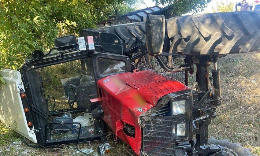 В Одесской области перевернулся трактор: один ребёнок погиб