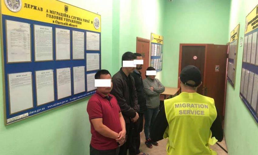 Одесские полицейские нашли семерых нелегалов: их депортируют из страны