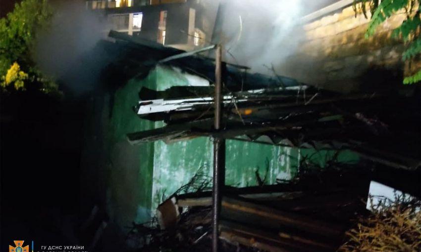 На Фонтане горела крупная пристройка частного дома