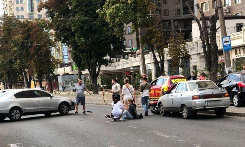Неприятное столкновение около Аркадии: автомобиль протаранил мотоцикл с его водителем