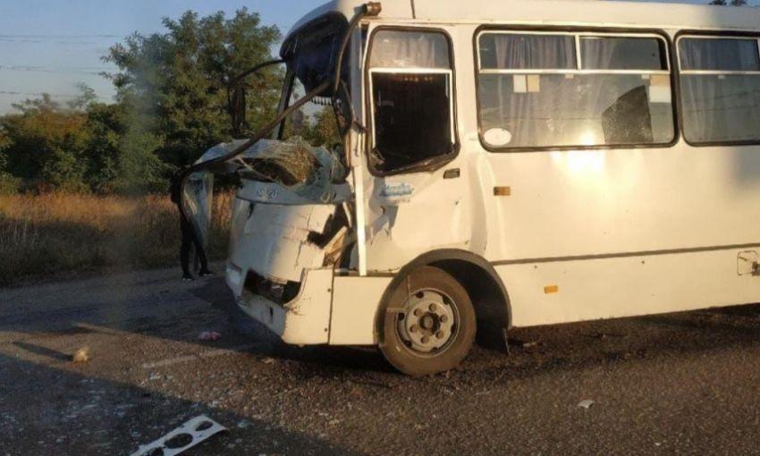 ДТП в пригороде Одессы: маршрутка столкнулась с фурой