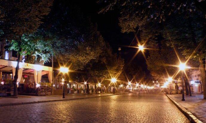 В Одессе улицы засияют по-новому: в городе меняют освещение