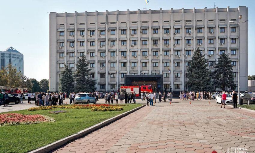 Спасатели провели учения возле Одесской ОГА