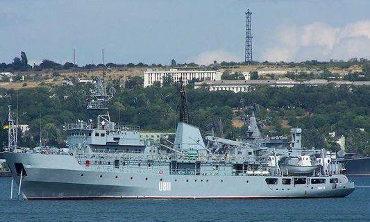 Под Одессой в шторм потерпел бедствие корабль Военно-морского флота