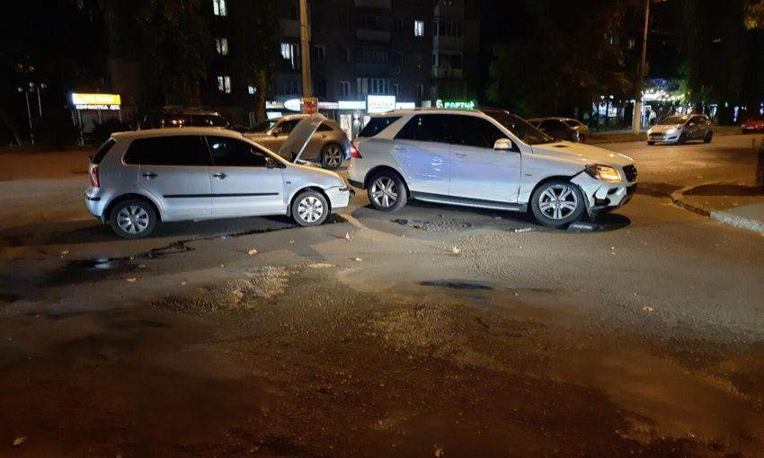 ДТП в Приморском районе Одессы: Mercedes и Volkswagen не смогли поделить дорогу