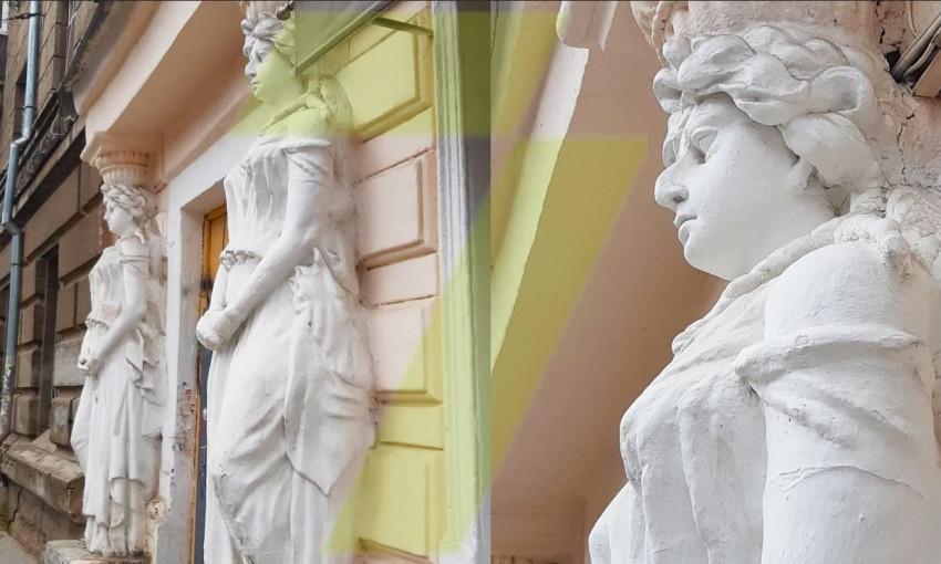Еще одна жертва реставрации – кариатида отрастила внушительный нос