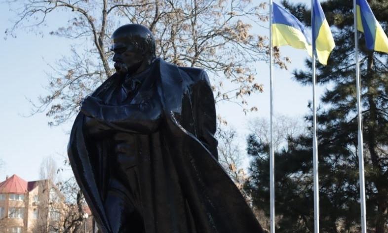 Больше всего в мире памятников Т. Шевченко