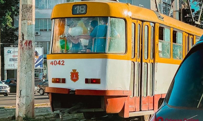В Одессе трамвай сбил человека