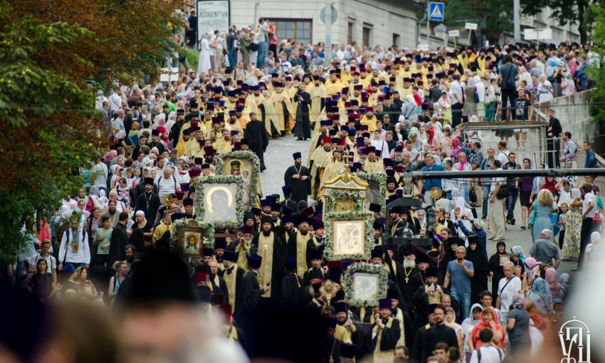 Около 100 тысяч верующих УПЦ приняли участие в молебне и Крестном ходе в День Крещения Руси