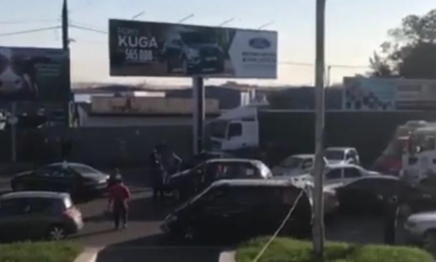 Митингующие за дешёвый бензин «прогудели» авторазвязку на «Двух столбах»