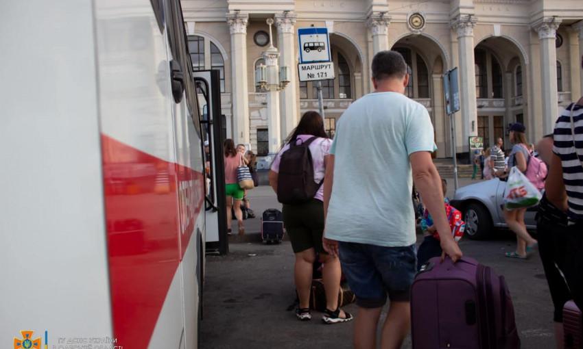 Одесские спасатели спасли 27 харьковчан из затопленного автобуса