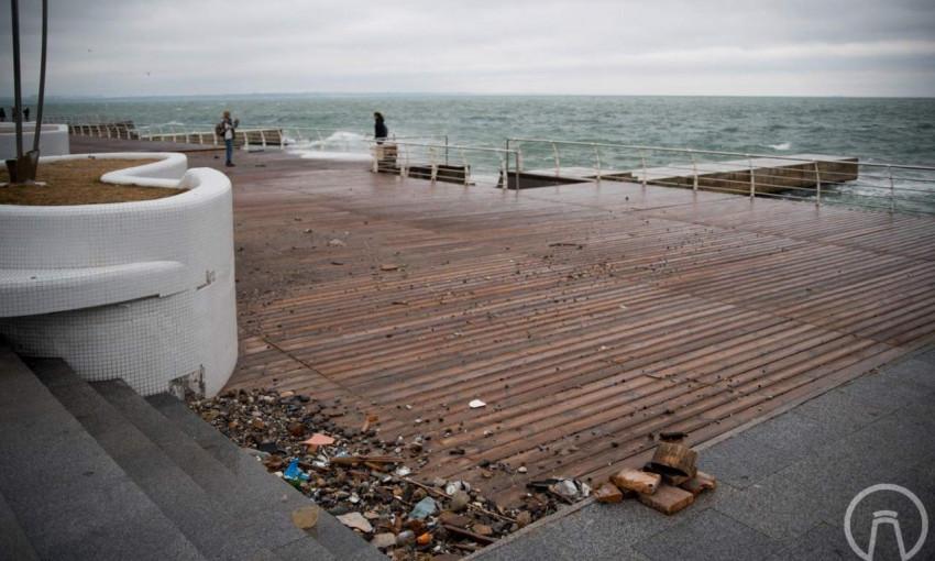 В Одессе стихия нанесла ущерб набережной Ланжерона