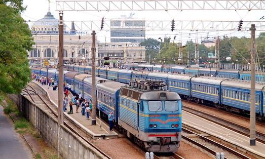 Два одесских поезда задерживаются из-за непогоды