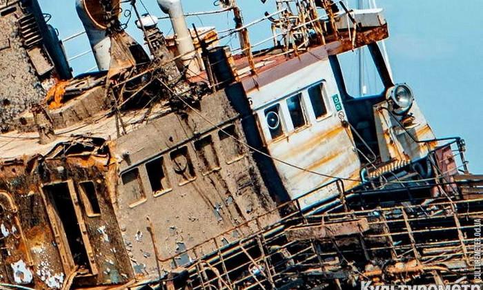 Появились фото затопленной части танкера Delfi после подъема