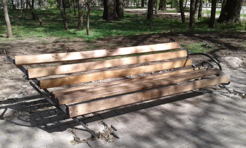 В Преображенском парке вандалы сломали десять лавочек (ФОТО)