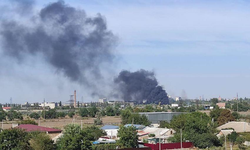На территории заброшенного завода «Центролит» возник огромный пожар