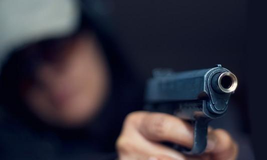 Под Одессой наркоман отстреливается от полицейских: есть раненый