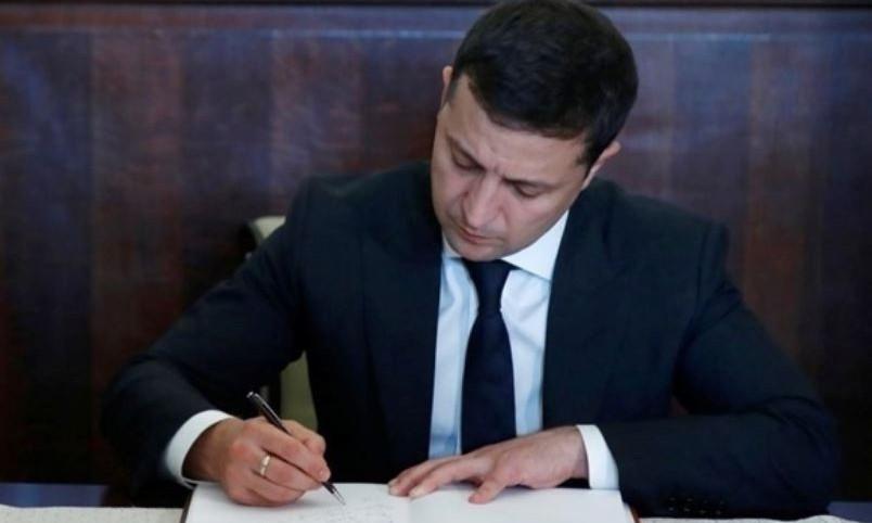 Президент Зеленский уволил руководителей семи посольств