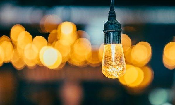 Кому отключат свет восьмого октября?