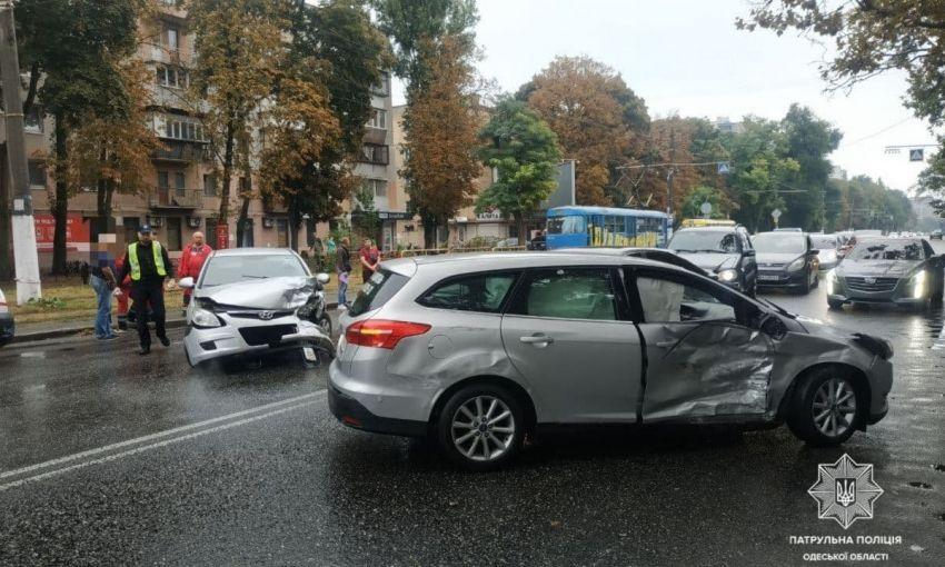 В Одессе столкнулись два автомобиля: есть пострадавшие