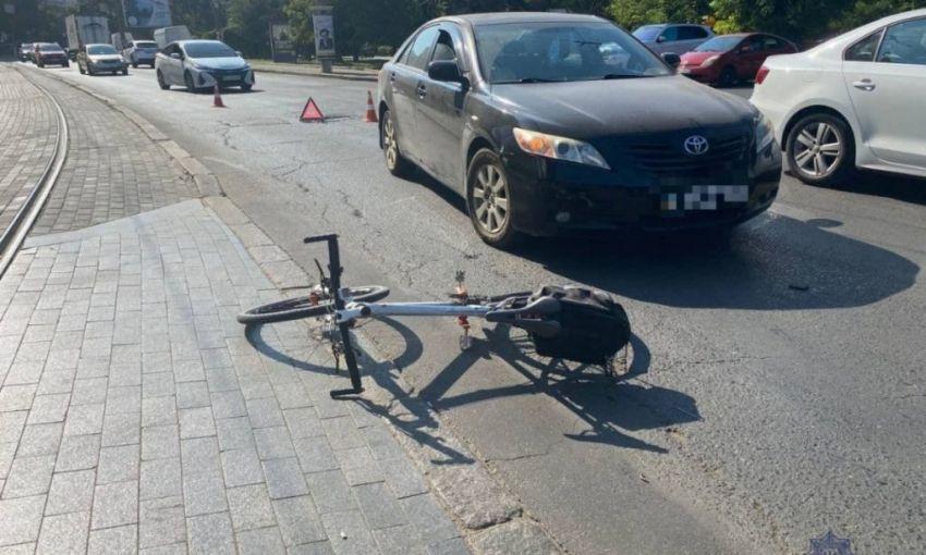 Очередное ДТП около Аркадии: автомобиль Toyota сбил велосипедистку